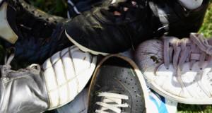 איך מנקים נעלי ספורט