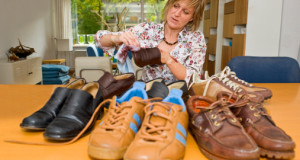 איך מנקים נעלי עור?