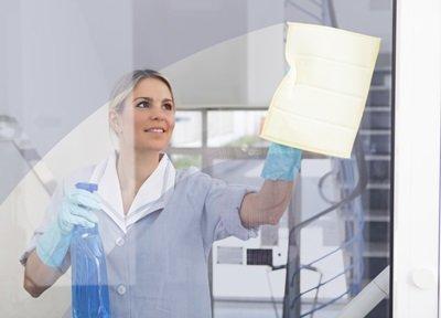 איך לנקות את חלונות הבית