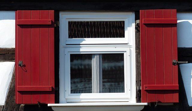 ניקיון חלונות בשיטות שונות